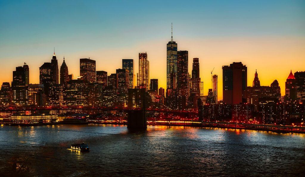 New York City skyline represents US businesses